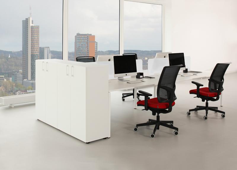 biroja galdi / skapji